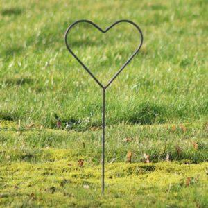 Bryllups hjerte på spyd i jern - L24 x B23 x H70 cm
